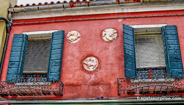 Fachada antiga na Ilha de Burano, Itália