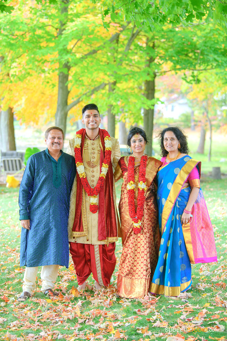 Indian Hindu Wedding Family Portraits Group Photos SudeepStudio.com Ann Arbor Indian Wedding Photographer