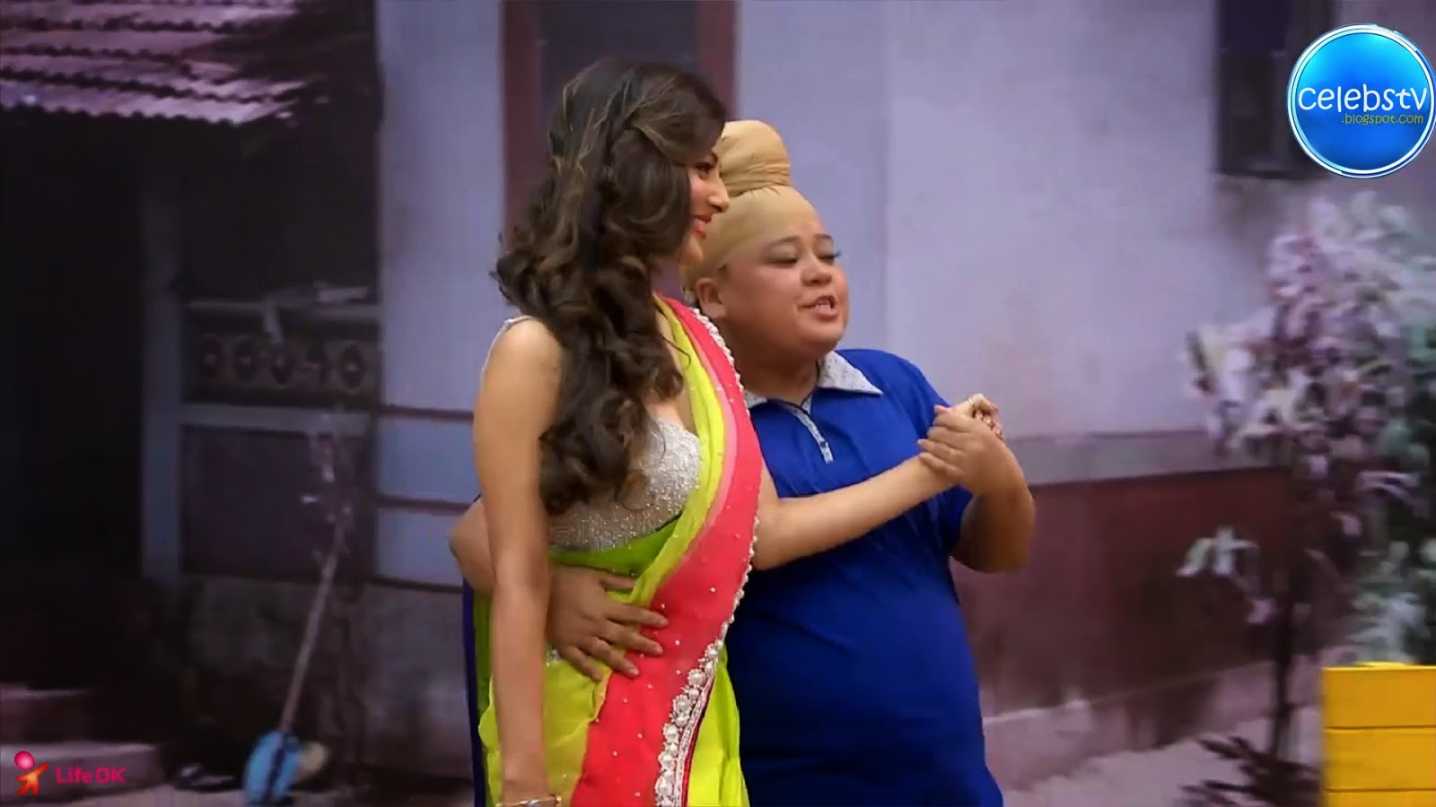 Pooja Bose Very Hot Sexy Bouncing Boobs, Navel Show -4471