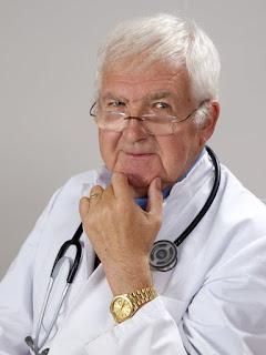 Perbedaan Gelar Doktor Dan Dokter Beserta Singkatannya Yang Benar
