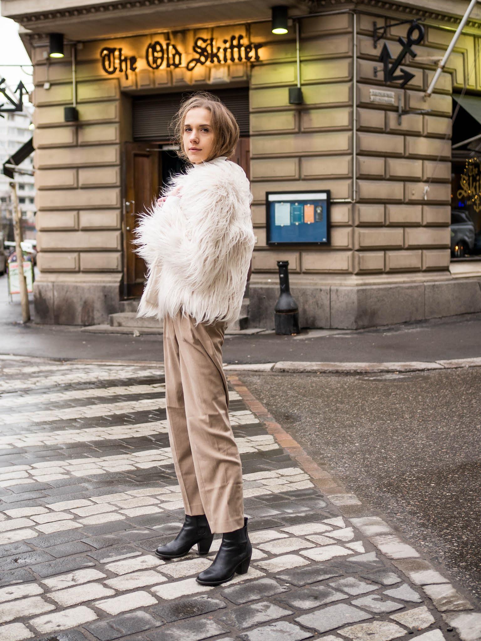 Zadaa-app, valkoinen karvatakki // Zadaa-app, white faux fur coat