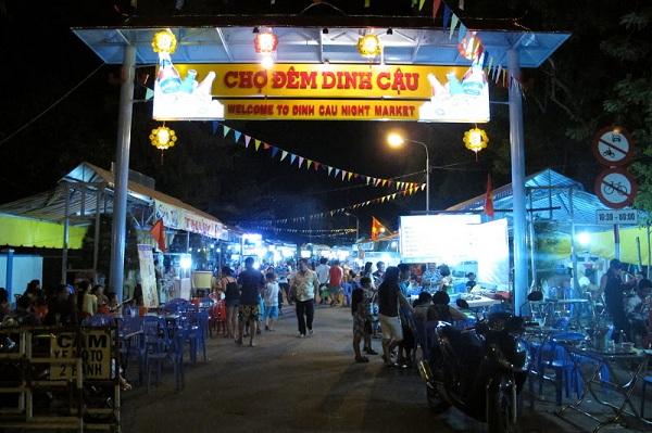 Khám phá thiên đường ẩm thực tại chợ đêm Dinh Cậu