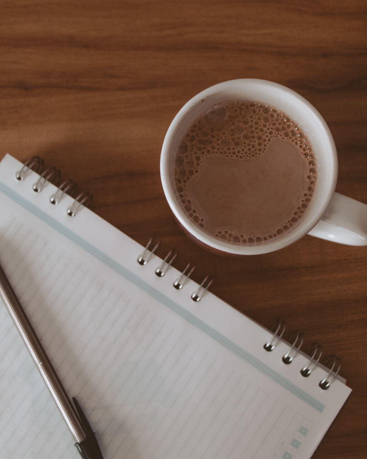 Cansaço psicológico + make good art caneca chocolate quente