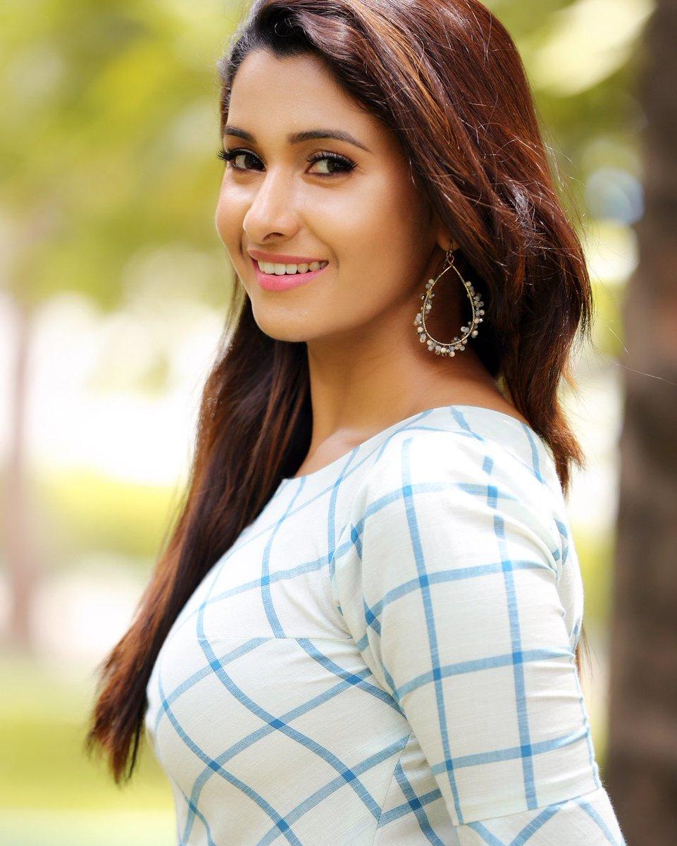 Kalyanam Mudhal Kadhal Varai Serial Actress Priya Bhavani: Actress Priya Bhavani Shankar New Photoshoot HD Stills