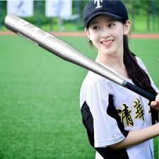 Permainan softball menggunakan alat pemukul yang terbuat ...