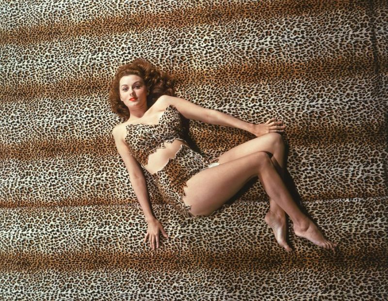 "The ""Queen of Technicolor"": 40 Glamorous Photos of Rhonda Fleming in the 1940s and '50s 