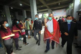 Hadiri Gotong Royong di HKBP Simpang Marindal, Akhyar Nasution Diulosi dan Didoakan Plt Jadi Wali Kota