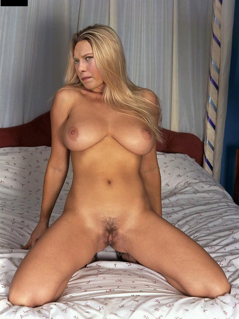 Milf nude crotch shot