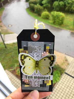 Tag z motylkiem