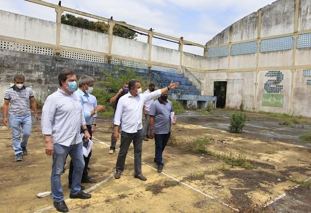 Em Feira de Santana, Rui visita espaço onde será implantada nova escola estadual com um investimento de mais de R$ 25 milhões
