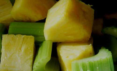 Eating pineapple every day helps with arthritis