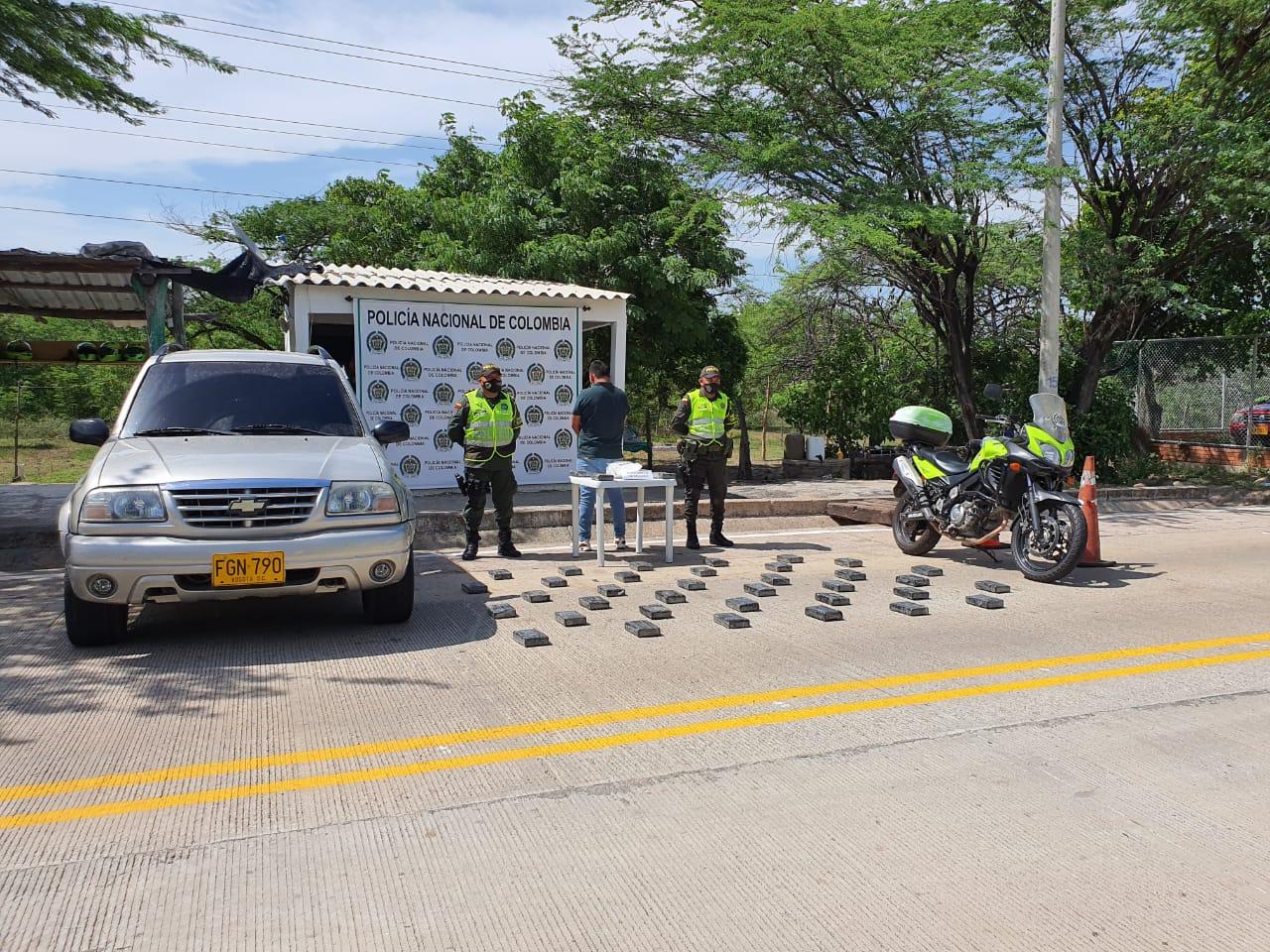 https://www.notasrosas.com/En zona rural de San Juan del Cesar, lo capturan con 44.105 gramos de cocaína