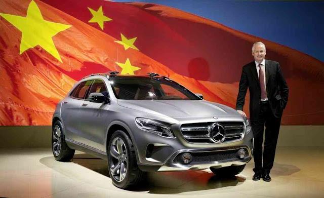 Hubertus Troska, conselheiro da Daimler na China, apresenta o novo modelo GLA