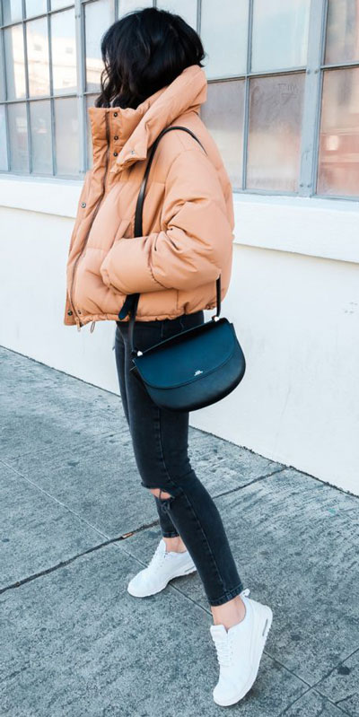 Looking for casual winter outfits? Consider these 23 Fabulous Winter Outfits To Get You Through The Season with Style. Fashion for Women via higiggle.com | Casual Jeans Outfits with jacket | #winter #fashion #jacket #jeans