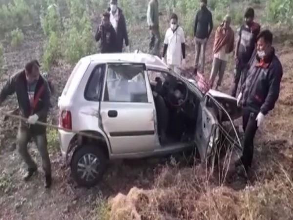 कार चालक के नियंत्रण खोने के बाद Gujarat के सुरेंद्रनगर में 4 की मौत।