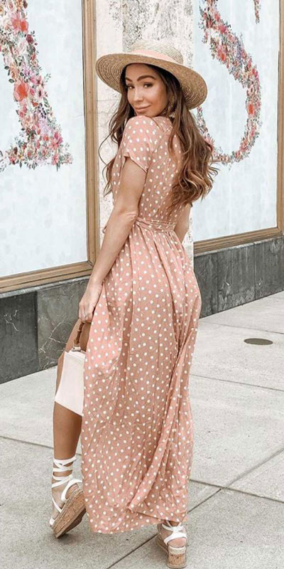 23 Picture-Perfect Vacation Outfits for best Summer Break. Summer Outfit Ideas via higiggle.com - long dress - #summeroutfits #vacation #traveloutfits #dress