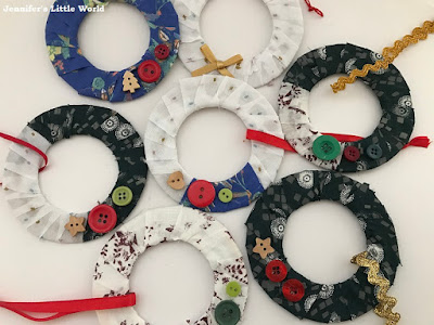 How to make mini fabric wreath decorations