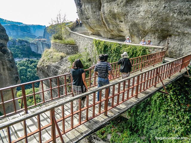ponte de acesso ao Mosteiro de Varlaam, em Meteora, Grécia