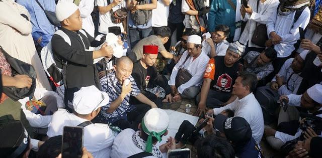 Pilih Bebaur Massa, Ustadz Felix Siaw: Reuni 212 Bukti Bahwa Muslim Itu Peduli
