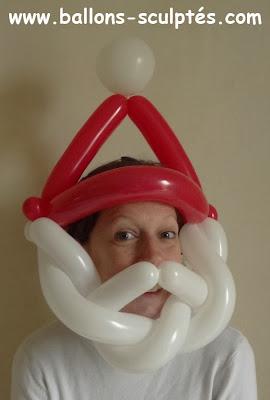 sculpture de ballons : le chapeau du père noel
