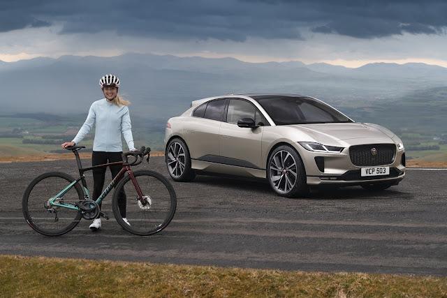 """جاكوار I-PACE تكمل """"تحدّي إيفرست"""" بشحنة واحدة وبقيادة راكبة دراجات أولمبية"""