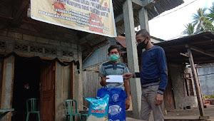 Dengan Membawa Bantuan Komisioner Bawaslu Ini Sambangi Rumah Suami Korban MD Covid-19 Asal Desa Wusa