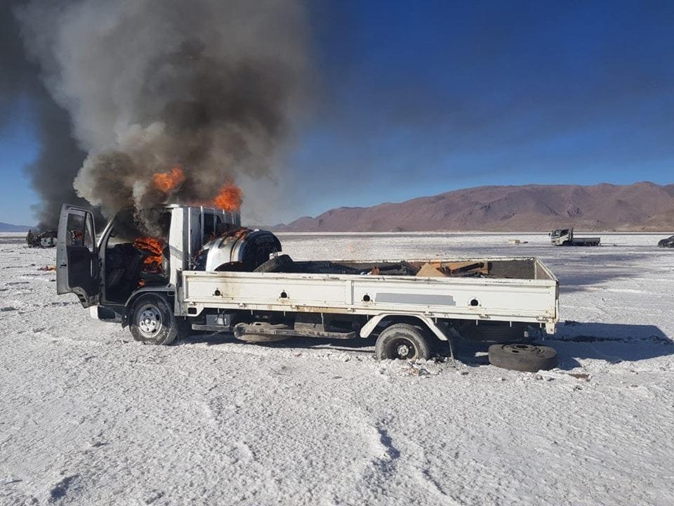 Vehículos quemados en puntos fronterizos del país / PÁGINA SIETE