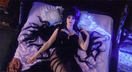 Elvira, reina de las tinieblas, 4