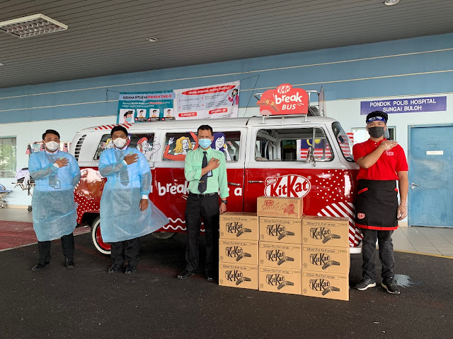 """Approximately 1,000 frontliners from Hospital Sungai Buloh were treated to """"KITKAT Breaks""""."""