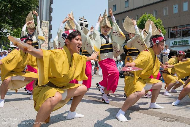 吹鼓連、高円寺駅北口広場での舞台踊りの写真 4