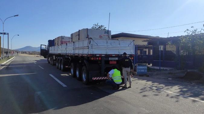 PRF realiza operação para fiscalização de freios e aplica mais de 100 multas em caminhões