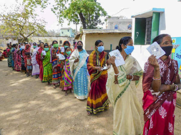 Fourth phase voting in Bengal: Voting continues in 44 seats in 5 districts