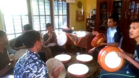 Grup Kompang Suku Seni Terus Berlatih