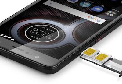 Spesifikasi Lenovo K8 Plus  Model dasar K80 memiliki sehat 32 GB penyimpanan internal, menjadikannya pilihan ideal bagi pengguna yang ingin memiliki banyak musik, video, dan gambar di mana saja. Jika 32 GB tidak cukup, Anda dapat meningkatkan penyimpanan tambahan 64 GB dengan kartu microSD.   The K80 memiliki kamera 13 megapiksel belakang (primer), yang akan menghasilkan foto berkualitas tinggi. kamera depan 5 megapiksel membuat pilihan rata-rata untuk selfies. Hal ini dapat menangkap video definisi tinggi 1080p dengan kamera utama, yang kedua hanya untuk 4K segi kualitas rekaman. Optical image stabilization berarti bahwa kamera smartphone ini sangat pandai mengambil video dan gambar bahkan jika kamera tidak diam. Ini benar-benar akan mengimbangi gerakan kecil pada lensa kamera untuk menangkap gambar yang halus.   Tubuh telepon adalah 150,00 mm tinggi, 77,20 mm lebar, dan memiliki kedalaman 8,50 mm, 2,3% lebih tipis dari smartphone rata-rata di 5,1 - 5,5 inci layar kisaran. Bahkan, itu cukup tipis untuk memiliki kasus dan masih lebih tipis dari ponsel rata-rata. Dengan berat 158 gram, berat sekitar rata-rata untuk smartphone ukurannya. Bobot ekstra karena baterai ponsel ini besar untuk ukurannya.       Kelebihan   Bodi yang tertutup dengan metal membuat telapak tangan anda merasakan kenyamanan yang diberikan dan bisa melihat kalau