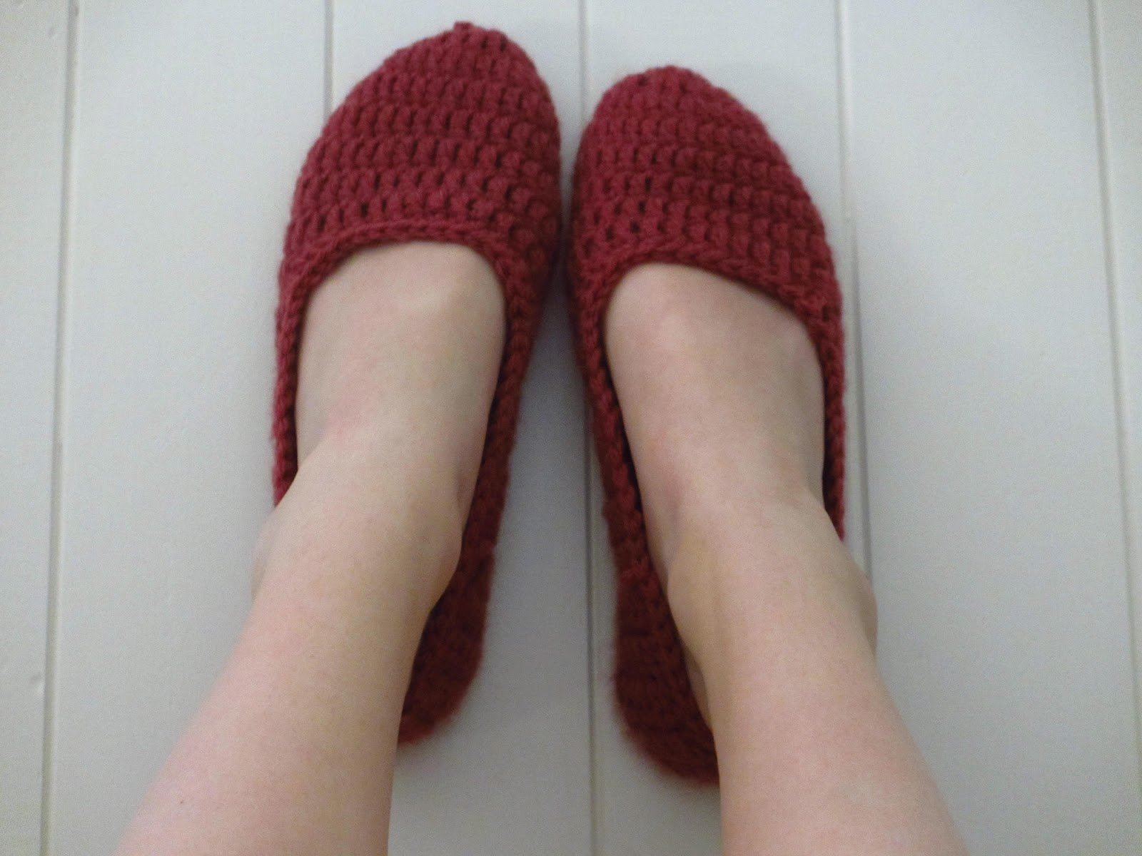 cddddffbcf557 FREE PATTERN: Women's House Slippers