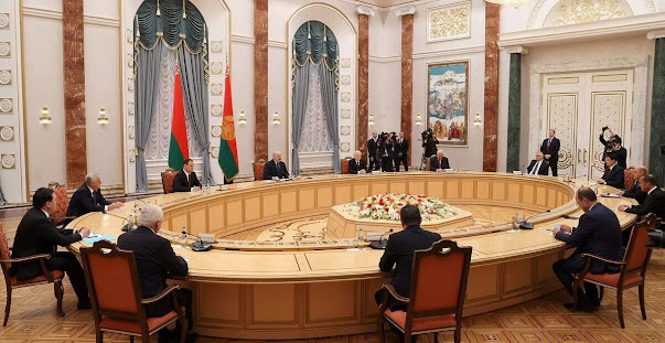 Baş nazir Minskdə MDB ölkələri hökumət rəhbərlərinin iclasında iştirak edir