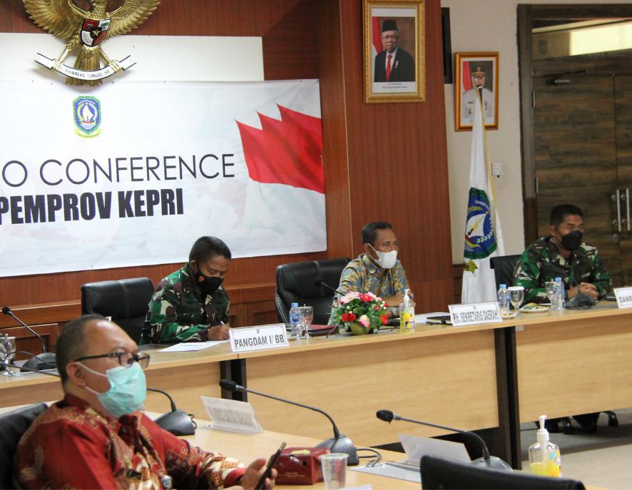 Plt Sekda Pemprov Kepri Mengikuti Rapat Koordinasi Evaluasi Implementasi PPKM Mikro Secara Virtual