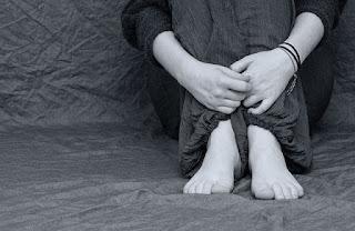 هل الاكتئاب خطير ماهو  تأثير الاكتئاب على جسم الانسان