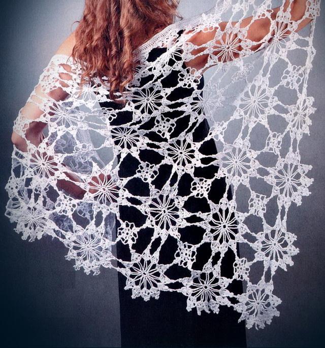 Crochet shawl using lace crochet circular motifs for spring