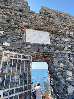 Grotta Byron inscription and entrance - Porto Venere