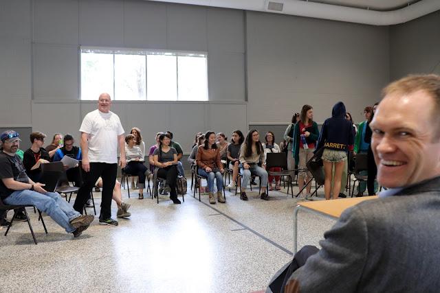 L'ambiance était légère pour l'atelier de l'après-midi avec les jeunes élèves du Glebe.