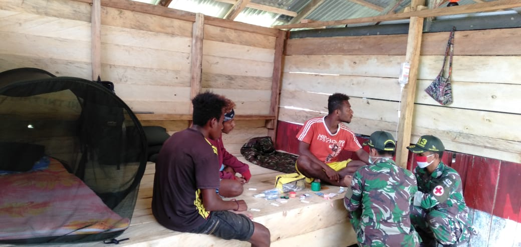 Kostrad Yonif 413 Task Force helps treat malaria sufferers