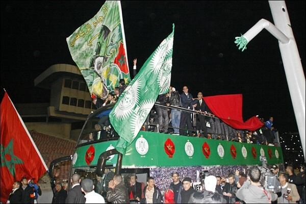 الرجاء البيضاوي المغربي يهزم شبيبة القبائل الجزائري ويتوج بكأس الاتحاد الإفريقي
