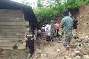 TNI - Polri Bersama Warga Tana Toraja Bersihkan Material Longsor