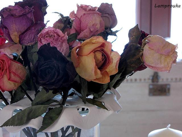 Σταντ για τα λουλούδια του ανθοδοχείου.