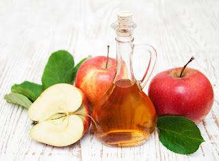 El vinagre de manzana para combatir el sudor excesivo