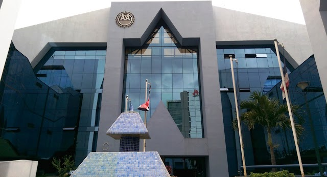 Diputados piden al gobierno intervenir de inmediato AyA