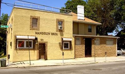Visiter Mandolin Brothers