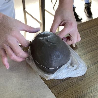 陶芸,土をカット