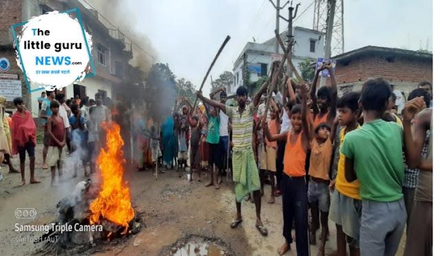 आक्रोशित ग्रामीणों ने किया पताही-ढाका रोड जाम
